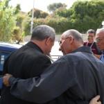 Fratel Cosimo abbraccia il vescovo